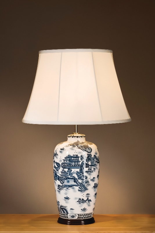 Blue Willow Pattern Traditional Lamp